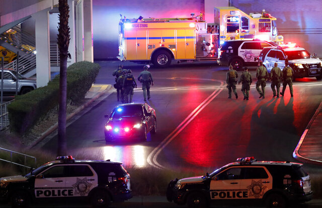 Las Vegas Metro Police officers head into the Fashion Show Mall on the Las Vegas Strip after a shooting at the mall in Las Vegas, Tuesday, Jan. 21, 2020. (Steve Marcus/Las Vegas Sun via AP)
