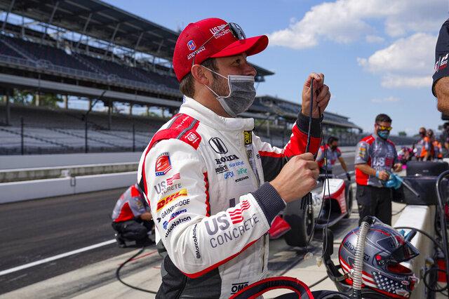 Marco Andretti se prepara para salir a la práctica en el Indianapolis Motor Speedway el viernes 14 de agosto del 2020 previo a la calificación del fin de semana en las 500 millas de Indianápolis. (AP Photo/Michael Conroy)