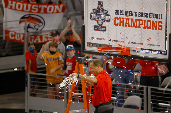 Houston head coach Kelvin Sampson celebrates with the team following Houston's win over Cincinnati an NCAA college basketball game in the final round of the American Athletic Conference men's tournament Sunday, March 14, 2021, in Fort Worth, Texas. (AP Photo/Ron Jenkins)