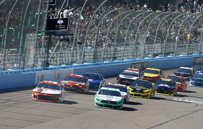 CORRECTS CAR NUMBER TO 12-Pole sitter Ryan Blaney (12) and Chase Elliott (9) lead the field past the green flag during the start of the NASCAR Cup Series auto race at ISM Raceway, Sunday, March 10, 2019, in Avondale, Ariz. (AP Photo/Ralph Freso)