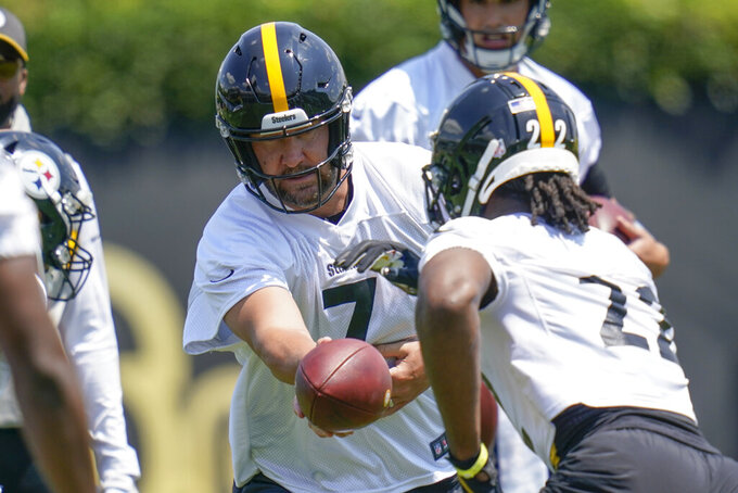 Pittsburgh Steelers quarterback Ben Roethlisberger (7) hands off to running back Najee Harris (22) on a drill during an NFL football practice, Thursday, July 22, 2021, in Pittsburgh. (AP Photo/Keith Srakocic)