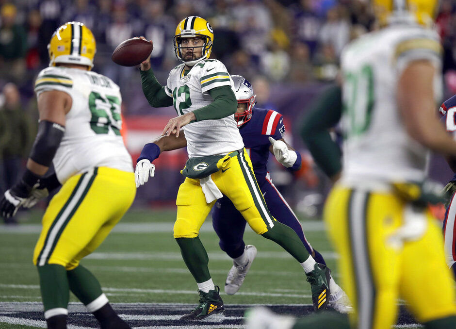 Aaron Rodgers, Deatrich Wise
