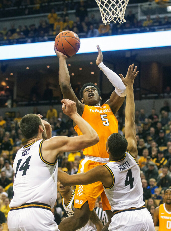 No. 3 Tennessee establishes itself as favorite in SEC race