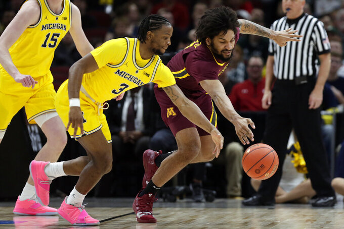 Livers scores 21, No. 10 Michigan pounds Minnesota 76-49