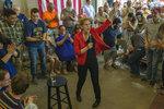 2020 Democratic presidential candidate Sen. Elizabeth Warren, D-Mass., arrives for a