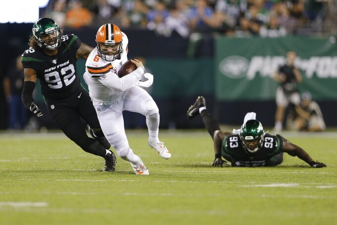 Cleveland Browns quarterback Baker Mayfield (6) runs away from New York Jets' Leonard Williams (92) and Tarell Basham (93) during the second half of an NFL football game Monday, Sept. 16, 2019, in East Rutherford, N.J. (AP Photo/Adam Hunger)