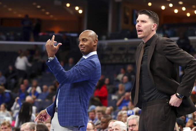 Memphis head coach Penny Hardaway calls to a player during the first half of an NCAA college basketball game against Illinois-Chicago Friday, Nov. 8, 2019, in Memphis, Tenn. (AP Photo/Karen Pulfer Focht)