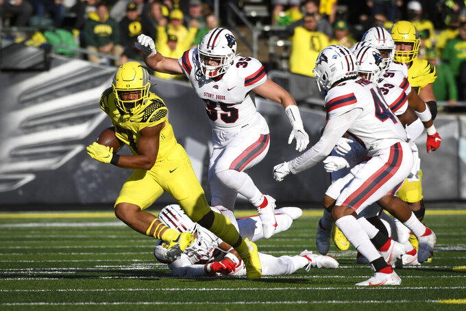 Oregon running back CJ Verdell (7) makes a cut away from the Stony Brook defense during the first quarter of an NCAA college football game Saturday, Sept. 18, 2021, in Eugene, Ore. (AP Photo/Andy Nelson)