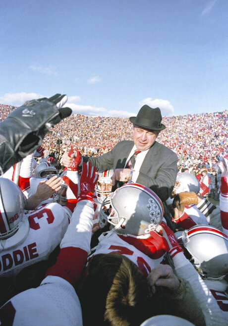 Obit Earle Bruce