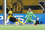 Young Boys' Jordan Siebatcheu, left, scores his side's second goal of the game past Manchester United's goalkeeper David De Gea during of the Champions League group F soccer match between BSC Young Boys and Manchester United, at the Wankdorf stadium in Bern, Switzerland, Tuesday, Sept. 14, 2021. (Alessandro della Valle/Keystone via AP)