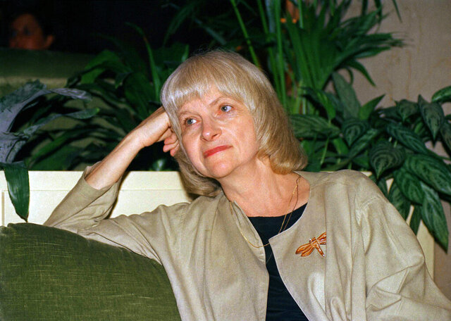 FILE - This September 1988 file photo shows author Alison Lurie in New York. Pulitzer Prize winning novelist Lurie has died at age 94. Her husband, Edward Hower, says the author died Thursday, Dec. 3, 2020, of natural causes. (AP Photo/David Karp, File)