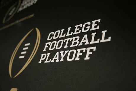 College Football Playoff-Halftime Football