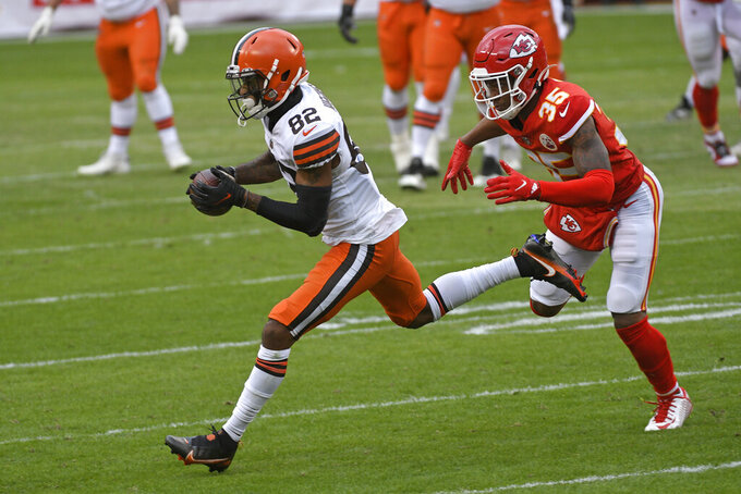 Cleveland Browns wide receiver Rashard Higgins catches a pass in front of Kansas City Chiefs cornerback Charvarius Ward, right, during the first half of an NFL divisional round football game, Sunday, Jan. 17, 2021, in Kansas City. (AP Photo/Reed Hoffmann)