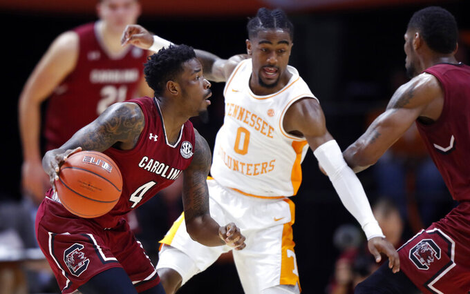 South Carolina guard Tre Campbell (4) drives as he's defended by Tennessee guard Jordan Bone (0) during the second half of an NCAA college basketball game Wednesday, Feb. 13, 2019, in Knoxville, Tenn. Tennessee won 85-73. (AP photo/Wade Payne)