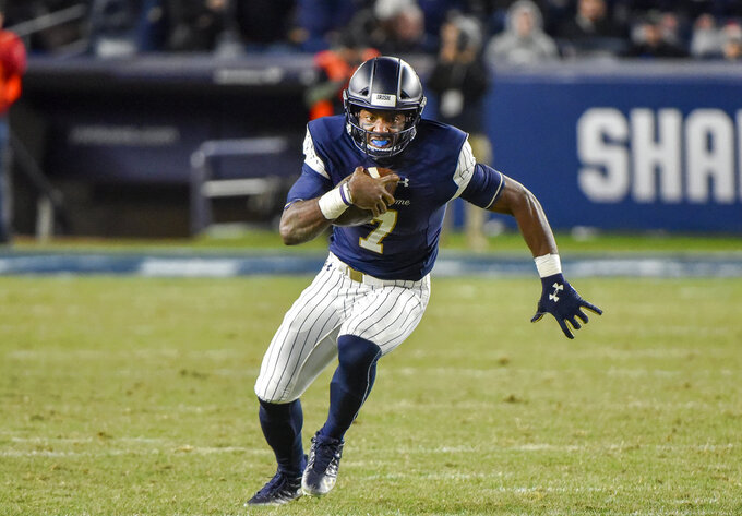 Notre Dame quarterback Brandon Wimbush (7) rushes during an NCAA college football game against Syracuse, Saturday, Nov. 17, 2018, at Yankee Stadium in New York. (AP Photo/Howard Simmons)