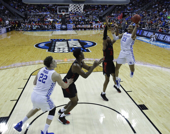 Kentucky's PJ Washington, right, shoots over Houston's Fabian White Jr. (35) during the second half of a men's NCAA tournament college basketball Midwest Regional semifinal game Friday, March 29, 2019, in Kansas City, Mo. (AP Photo/Charlie Riedel)