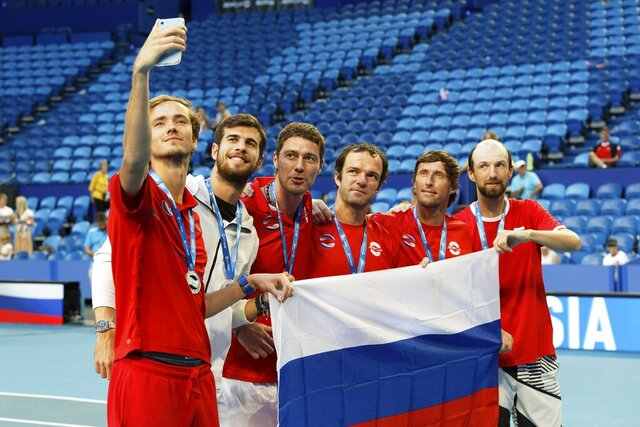 Daniil Medvedev, left, takes a selfie with his Russian team mates, second left to right, Karen Khachanov, Russian Captain Marat Safin, Teymuraz Gabashvili, Ivan Nedelko and Konstantin Kravvchuk after the medal ceremony for winning group D of the ATP Cup in Perth, Australia, Tuesday, Jan. 7, 2020. (AP Photo/Trevor Collens)