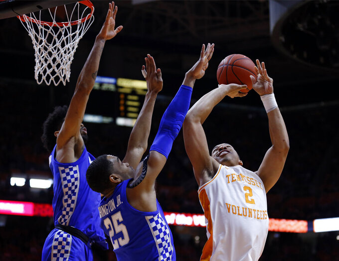 Tennessee forward Grant Williams (2) shoots as as Kentucky forward PJ Washington (25) and forward Nick Richards (4) defend during the first half of an NCAA college basketball game Saturday, March 2, 2019, in Knoxville, Tenn. (AP Photo/Wade Payne)