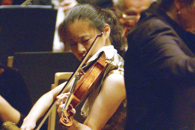 FILE - In this Oct. 14, 2005 file photo, Violinist Midori performs with New York Philharmonic conducted by Marin Alsop at Lincoln Center in New York. This year's Kennedy Center Honors will be a slimmed-down affair as the nation emerges from the coronavirus pandemic. The 43rd class of honorees includes country music legend Garth Brooks, dancer and choreographer Debbie Allen, actor Dick Van Dyke, singer-songwriter Joan Baez and violinist Midori. (AP Photo/Osamu Honda)