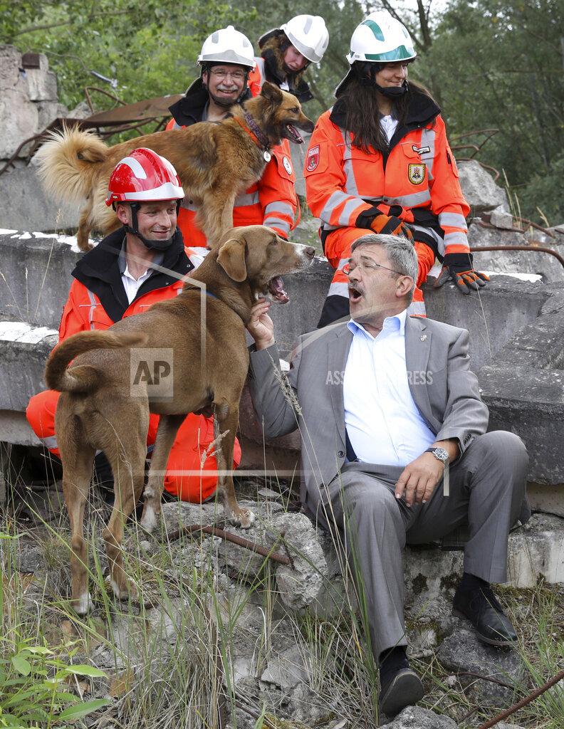Caffier visits rescue dog squadron