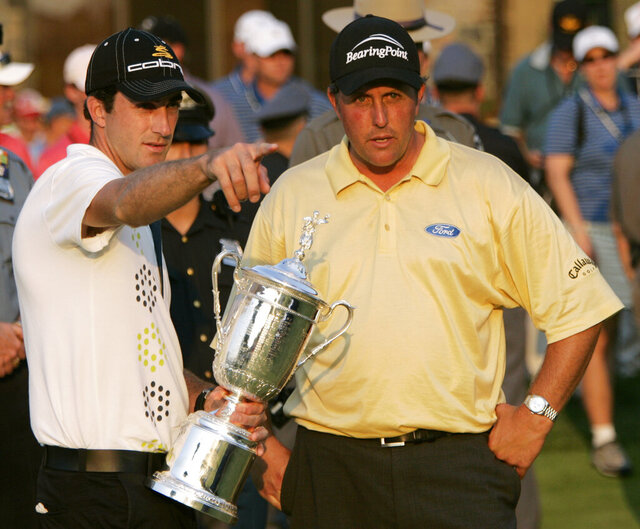 FILE - In this June 18, 2006, file photo, Geoff Ogilvy, left, of Australia, and Phil Mickelson talk on the 18th green where Ogilvy was presented the U.S. Open trophy after winning the golf championship at Winged Foot Golf Club in Mamaroneck, N.Y. Of the five U.S. Opens at Winged Foot, only two players ever finished under par. ( (AP Photo/Morry Gash, File)