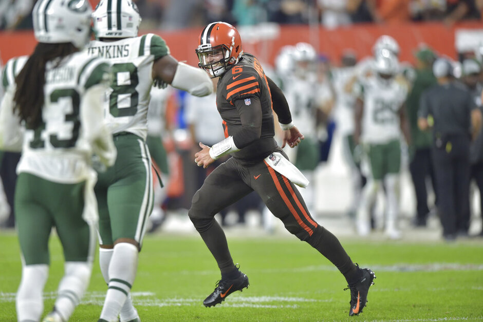 Browns Mayfield Starts Football