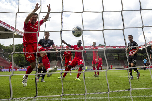 Anthony Ujah of Union Berlin scores his teams first goal past Goalkeeper, Florian Kastenmeier of Fortuna Dusseldorf during a German Bundesliga soccer match between Union Berlin and Fortuna Duesseldorf in Berlin, Germany, Saturday, June 27, 2020.  (Maja Hitij/dpa via AP, pool)