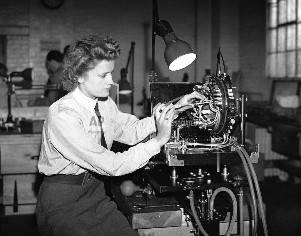 Watchf AP I   XEN APHSL22199 WWII Britain Women Test Instruments