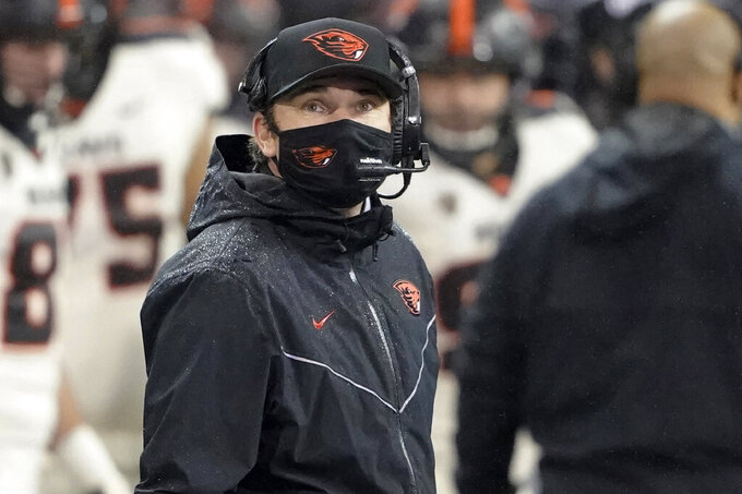 Oregon State coach Jonathan Smith looks toward the scoreboard during the first half of the team's NCAA college football game against Washington, Saturday, Nov. 14, 2020, in Seattle. (AP Photo/Ted S. Warren)