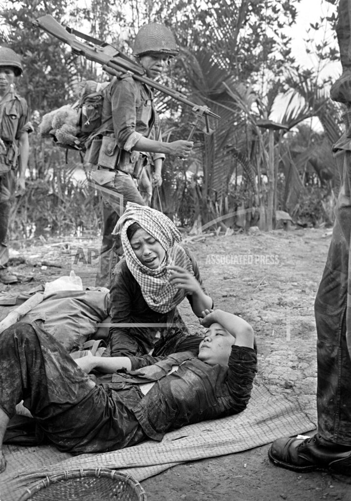 Watchf AP I   VNM APHS89404 Vietnam War Civilian Wounded