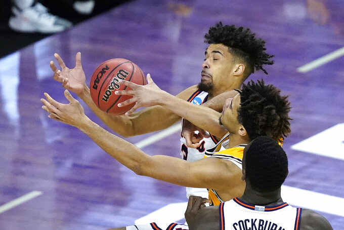 Illinois guard Jacob Grandison, left, and Drexel's T.J. Bickerstaff battle for a rebound during the first half of a first round NCAA college basketball tournament game Friday, March 19, 2021, at the Indiana Farmers Coliseum in Indianapolis .(AP Photo/Charles Rex Arbogast)