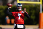 Philadelphia Eagles' Nate Sudfeld passes during practice at the NFL football team's training facility, Thursday, Dec. 3, 2020, in Philadelphia. (AP Photo/Matt Slocum, Pool)
