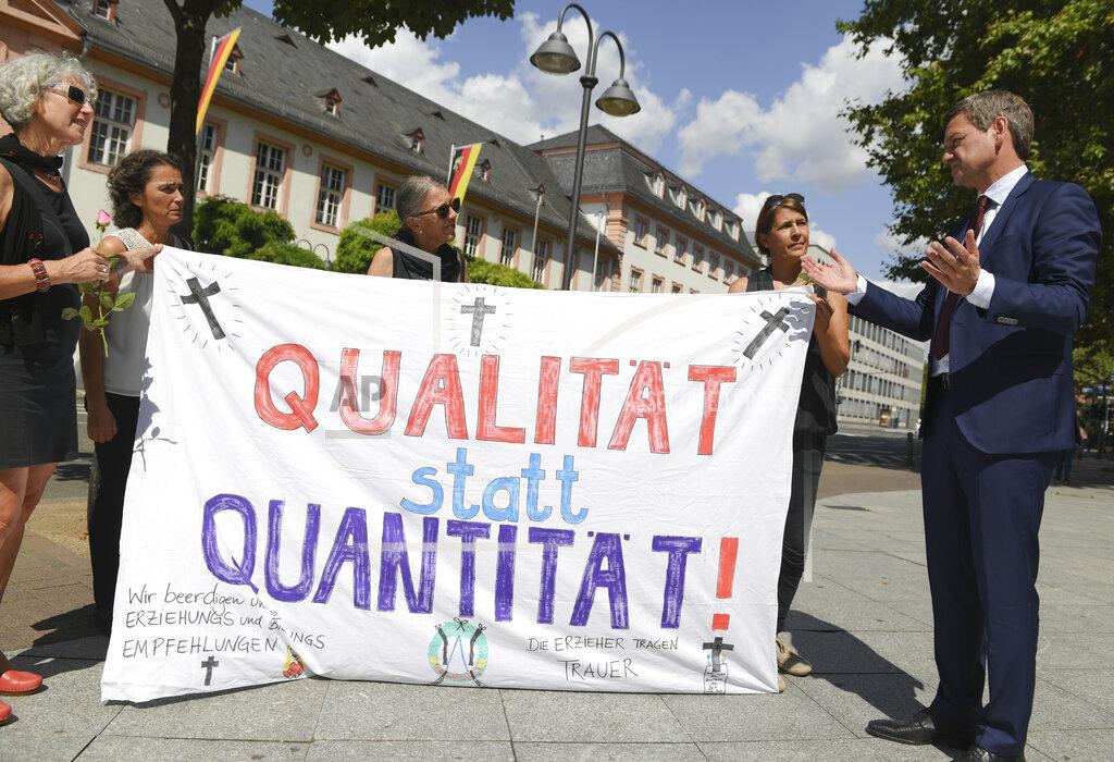 Demonstration against kindergarten law in Mainz