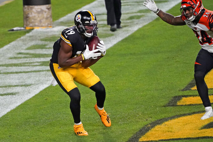 Pittsburgh Steelers wide receiver JuJu Smith-Schuster (19) scores on a an 8-yard pass from quarterback Ben Roethlisberger during the first half of an NFL football game against the Cincinnati Bengals, Sunday, Nov. 15, 2020, in Pittsburgh. (AP Photo/Keith Srakocic)