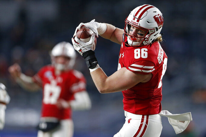 Wisconsin tight end Luke Benzschawel (86) makes a catch against Miami during the first half of the Pinstripe Bowl NCAA college football game Thursday, Dec. 27, 2018, in New York. (AP Photo/Adam Hunger)