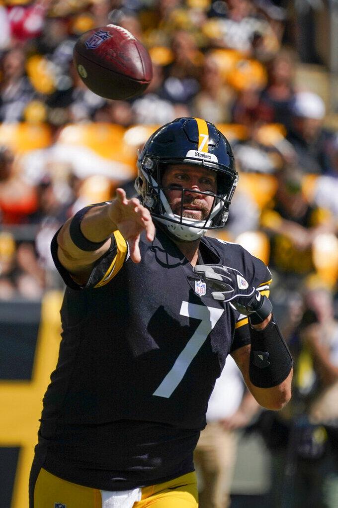 Pittsburgh Steelers quarterback Ben Roethlisberger (7) passes against the Cincinnati Bengals in the first half of an NFL football game against the Pittsburgh Steelers, Sunday, Sept. 26, 2021, in Pittsburgh. (AP Photo/Gene J. Puskar)