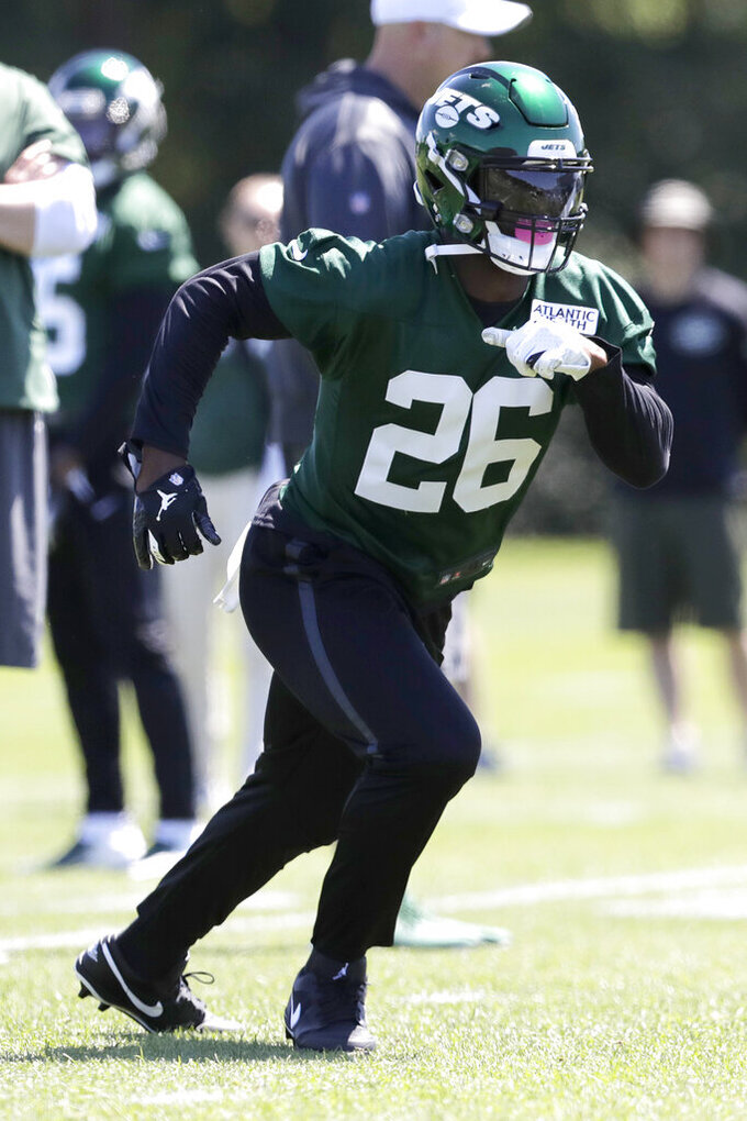 New York Jets running back Le'Veon Bell runs a drill at the team's NFL football training facility in Florham Park, N.J., Tuesday, June 4, 2019. (AP Photo/Julio Cortez)
