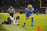 UCLA wide receiver Jaylen Erwin, right, heads in for a touchdown after breaking a tackle by California safety Ashtyn Davis during the first half of an NCAA college football game Saturday, Nov. 30, 2019, in Pasadena, Calif. (AP Photo/Mark J. Terrill)