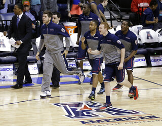 AAC UConn Cincinnati Basketball