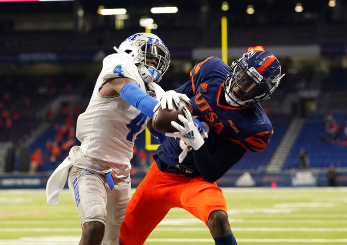 UTSA wide receiver Zakhari Franklin, right, pulls in a pass over Middle Tennessee cornerback Quincy Riley (4) for a touchdown during the first half of n NCAA college football game, Friday, Sept. 25, 2020, in San Antonio. (AP Photo/Eric Gay)