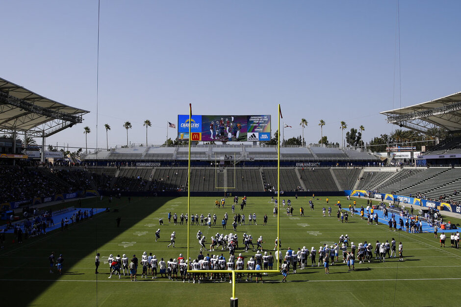 Rams Chargers Camp Football