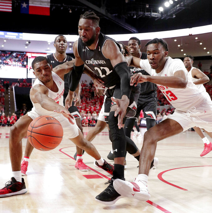 No. 12 Houston blanks Cincy over final 6 minutes, wins 65-58