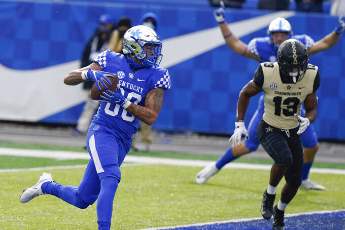 Kentucky tight end Keaton Upshaw (88) scores a touchdown during the first half of an NCAA college football game Vanderbilt, Saturday, Nov. 14, 2020, in Lexington, Ky. (AP Photo/Bryan Woolston)