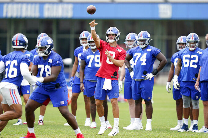 New York Giants quarterback Daniel Jones, center, throws a pass during practice at the NFL football team's training camp in East Rutherford, N.J., Wednesday, Aug. 19, 2020. (AP Photo/Seth Wenig)