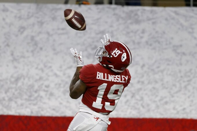 Alabama tight end Jahleel Billingsley (19) reaches up to catch a touchdown pass in the first half of the Rose Bowl NCAA college football game against Notre Dame in Arlington, Texas, Friday, Jan. 1, 2021. (AP Photo/Ron Jenkins)