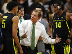 Oregon head coach Dana Altman, center, confers with forwards Miles Norris, left, and Kenny Wooten during a timeout in the first half of an NCAA basketball game against Colorado, Saturday, Feb. 2, 2019, in Boulder, Colo. (AP Photo/David Zalubowski)