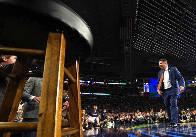 Auburn head coach Bruce Pearl reacts in front of his bench during the first half against Virginia in the semifinals of the Final Four NCAA college basketball tournament, Saturday, April 6, 2019, in Minneapolis. (AP Photo/Jeff Roberson)