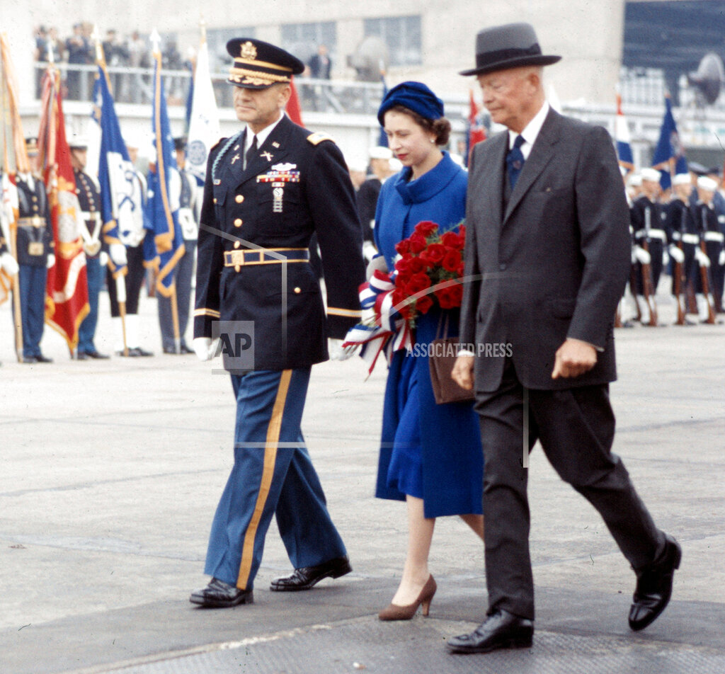 Associated Press Domestic News Dist. of Columbia United States QUEEN IN WASHINGTON 1957