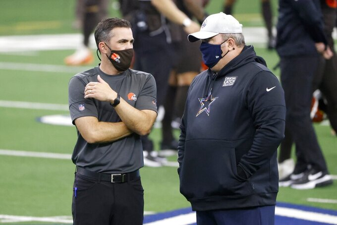 Cleveland Browns head coach Kevin Stefanski, left, talks with Dallas Cowboys head coach Mike McCarthy, right, before an NFL football game in Arlington, Texas, Sunday, Oct. 4, 2020. (AP Photo/Ron Jenkins)