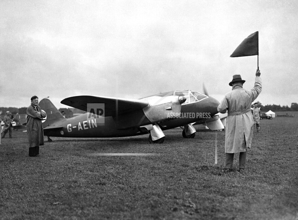 Watchf AP I   XEN APHSL54394 England Hatfield Kings Cup Air Race